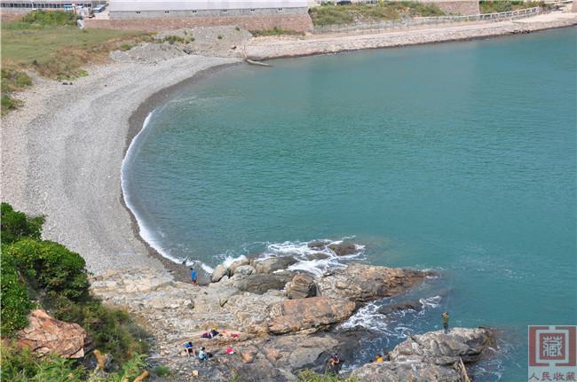 青岛崂山青山湾位于崂山区青山社区,北起黄山口,南至崂山头——